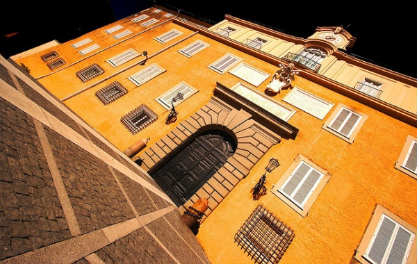 Benedikt XVI. se momentálně zdržuje v letní papežské rezidenci Castel Gandolfo, která je asi 40km od Vatikánu. Foto: Gianni Dominici (www.flickr.com)