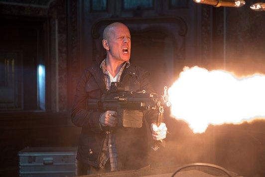Bruce Willis v roli McClanea opět sklízí úspěch zdroj: csfd.cz