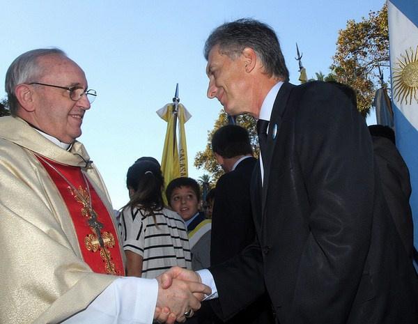 Tehdy ještě arcibiskup J.Bergoglio spolu s politikem Mauriciem Macrim Foto: Mauricio Macri (flickr.com)
