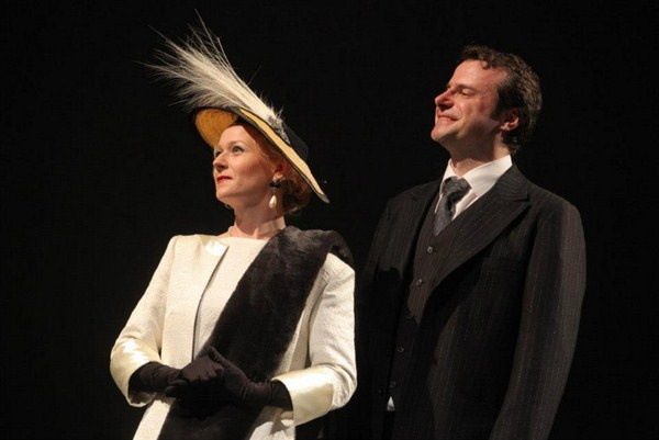 Královna Alžběta (Eva Novotná) a král Jíří VI. (Martin Sláma) Foto: facebook.com