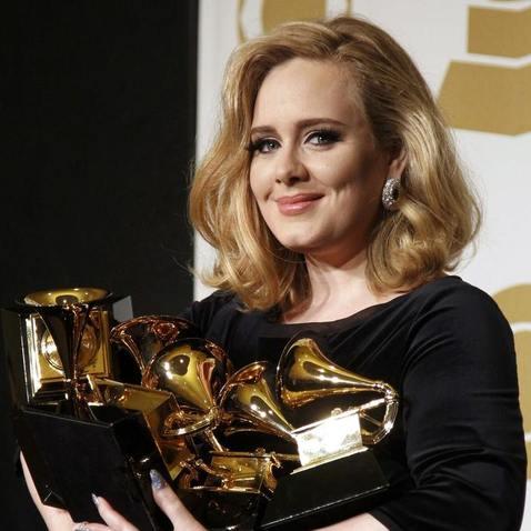 """Adele si odnesla """"jen"""" čtyři ze svých šesti cen"""